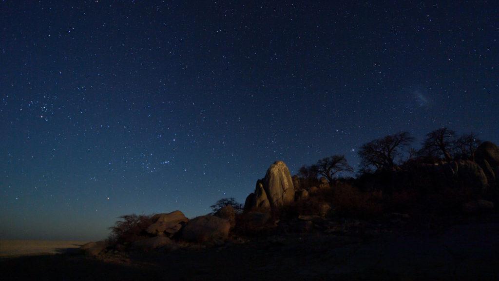 Kubu unter Sternen