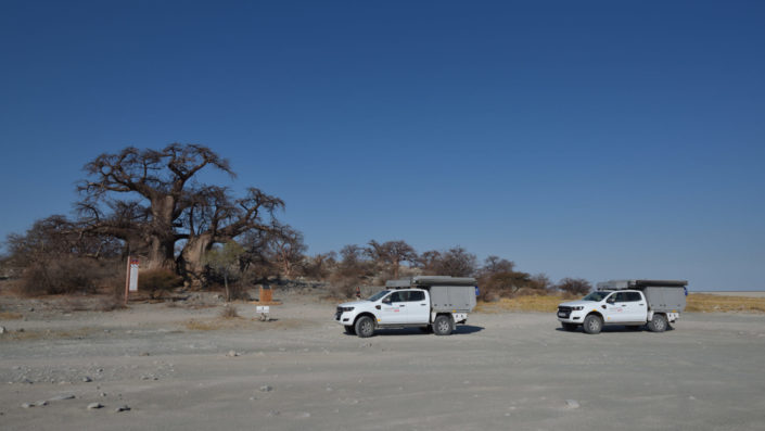 Zwei Ford Ranger bei der Ankunft auf Kubu Island