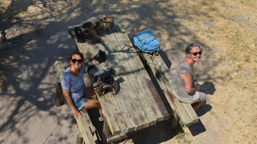 Heidi und Doris beim Picnic-Platz beim Dombo Hippo Pool