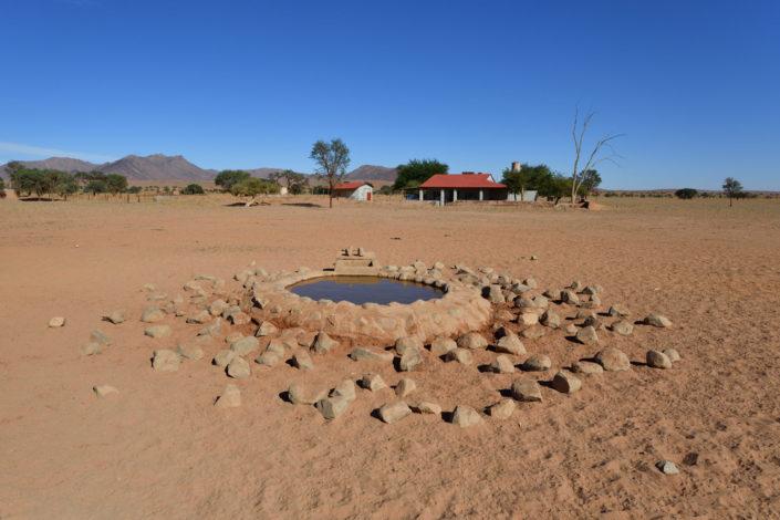 Wasserloch beim NamibRand Family Hideout